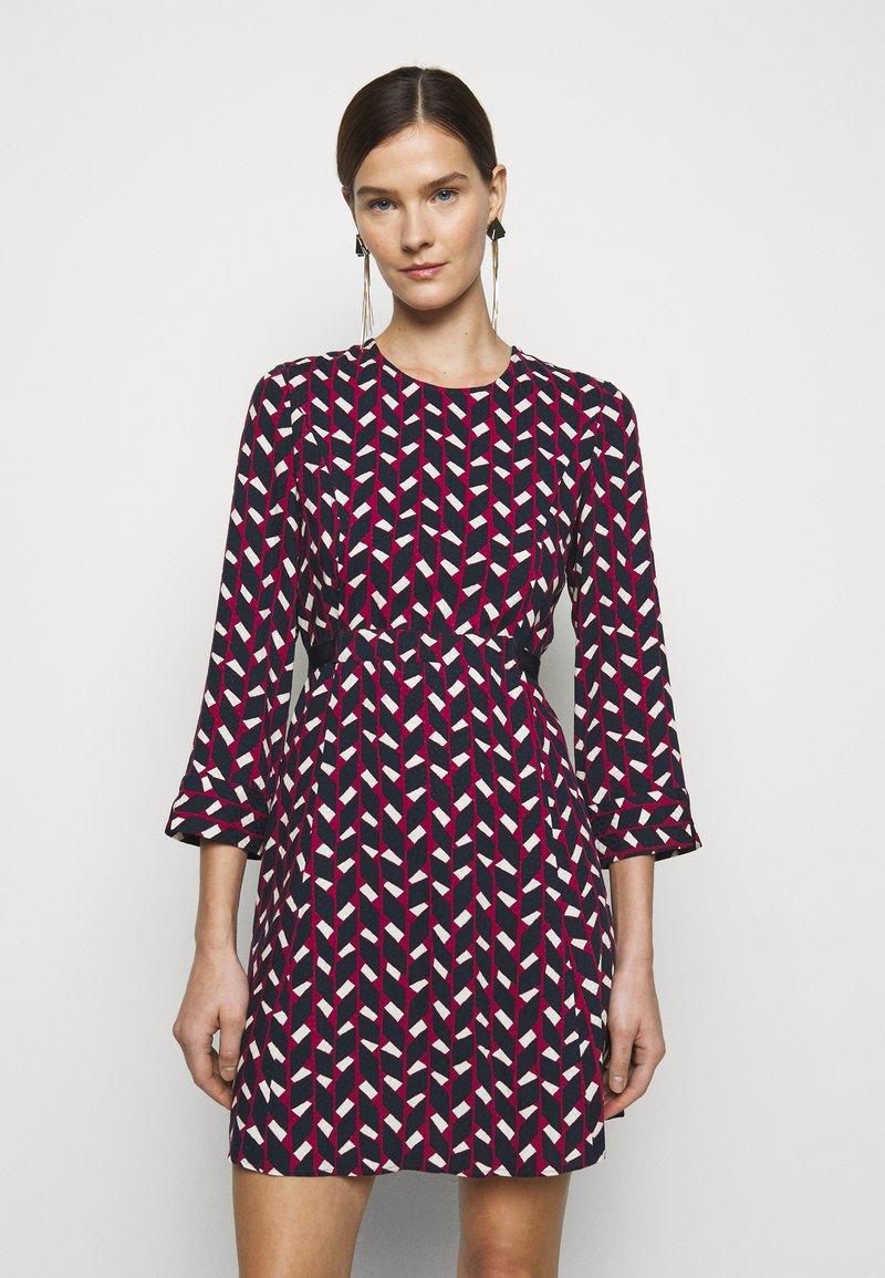 MAX&Co. - NARCISO - Vapaa-ajan mekko - burgundy