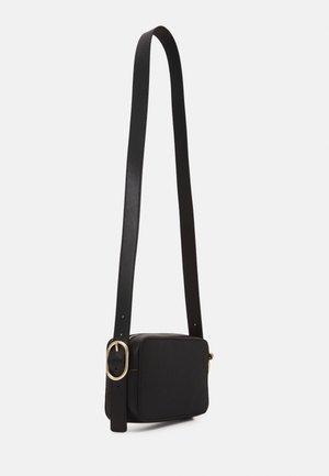 CROSSOVER - Across body bag - black