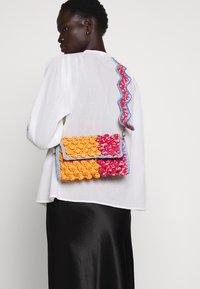 M Missoni - BAGUETTE TRACOLLA ZIG ZAG - Across body bag - orange/multicolor - 0