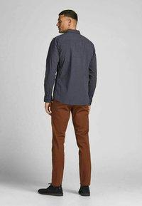 Jack & Jones PREMIUM - JPRBLABLACKPOOL STRETCH  - Formal shirt - navy blazer - 2