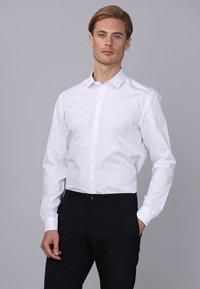 Basics and More - Camicia elegante - white - 2