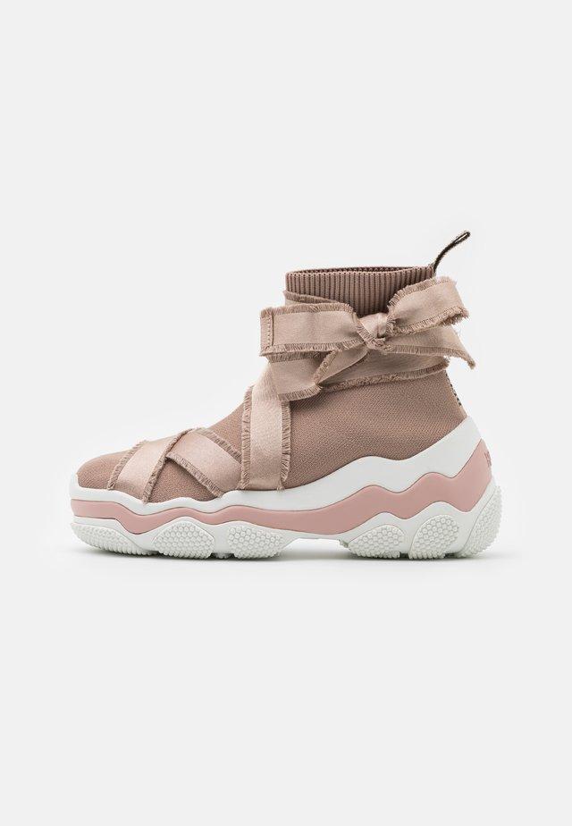 Sneakersy wysokie - nude/bianco