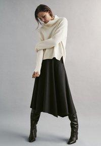Massimo Dutti - MIT ZACKEN AM SAUM - Spódnica trapezowa - dark grey - 0