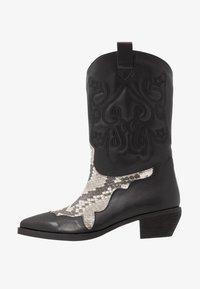 NA-KD - REPTILE DETAILED  - Cowboy/Biker boots - black - 1