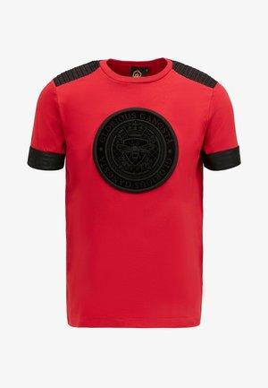 GUSTAV TEE - T-shirt z nadrukiem - red/black