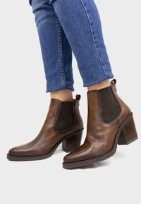 Eva Lopez - Classic ankle boots - brown - 0