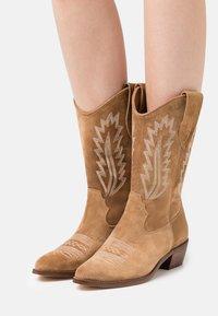 Alpe - ROSE - Cowboy/Biker boots - cognac - 0