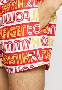 Tommy Hilfiger - DRAWSTRING PRINT - Swimming shorts - white - 3