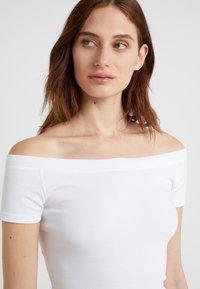 Lauren Ralph Lauren - Basic T-shirt - white - 4