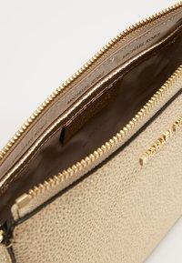 MICHAEL Michael Kors - Across body bag - pale gold - 4