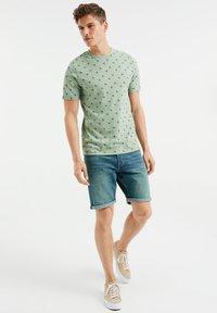WE Fashion - T-shirt print - light green - 1