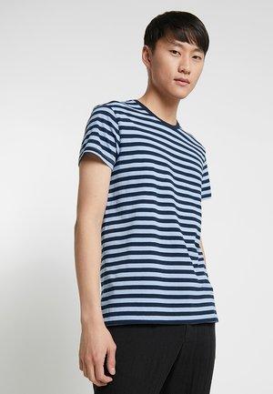 PATRICK - Print T-shirt - belair/sapphire