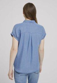 TOM TAILOR DENIM - LIGHT DENIM SHORTSLEEVE - Print T-shirt - used light stone blue denim - 2