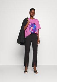Trendyol - Print T-shirt - lila - 1