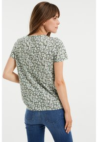 WE Fashion - MET BLOEMENDESSIN - Print T-shirt - green - 2