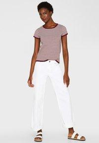 Esprit Collection - MIT TUPFEN-STRUKTUR - Print T-shirt - bordeaux/red - 1
