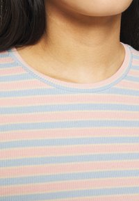 Modström - ITTAKA  - Print T-shirt - peach stripe - 5