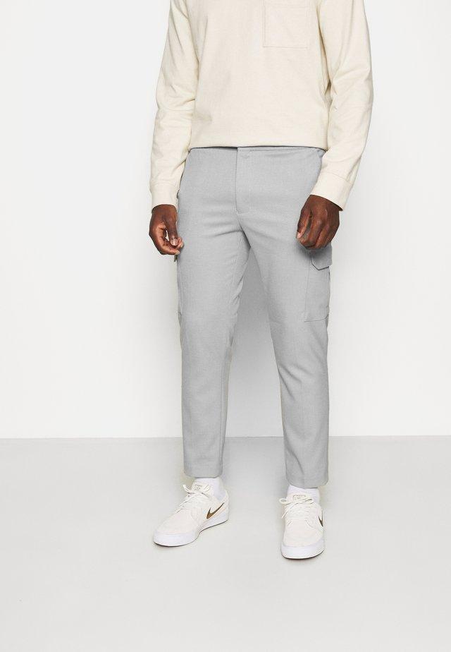 PROUNCED  - Pantaloni cargo - grey