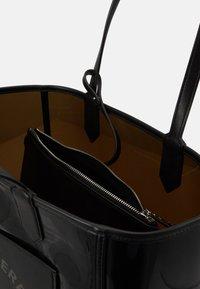 KARL LAGERFELD - JOURNEY TRANSPARENT TOTE - Handbag - black - 4