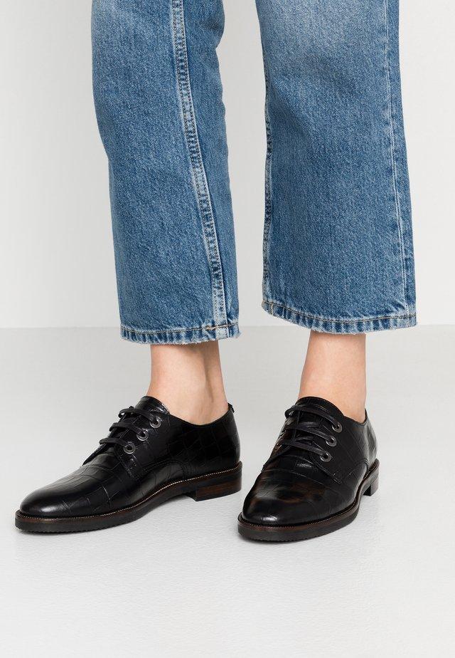 Šněrovací boty - moira nero