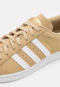adidas Originals - SUPERSTAR UNISEX - Sneakersy niskie - beige - 5