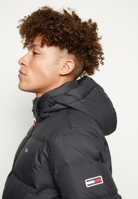 Tommy Jeans - ESSENTIAL JACKET - Piumino - black - 4