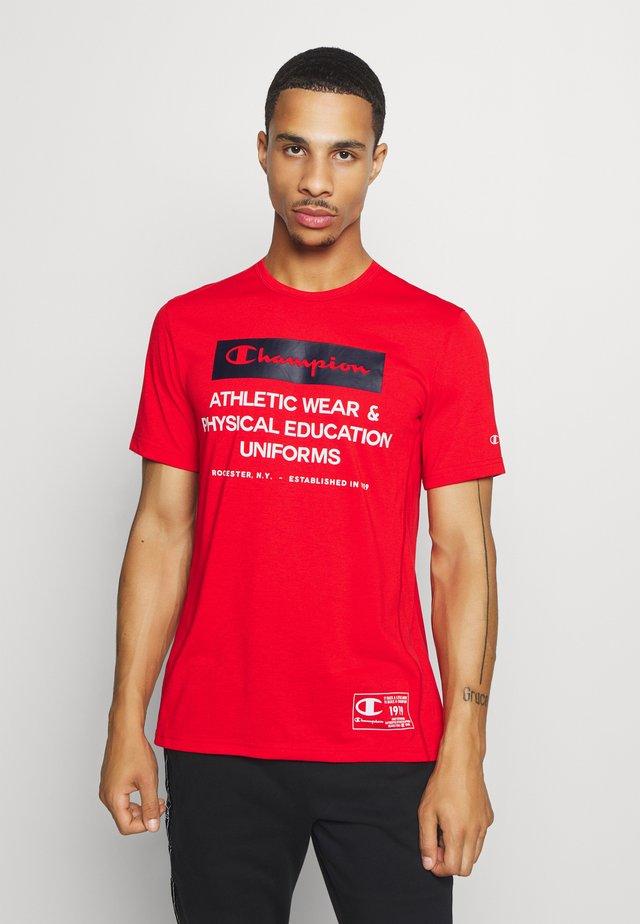 LEGACY TRAINING CREWNECK - Camiseta estampada - red