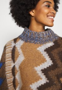 Free People - TRAIL PONCHO - Kapper - timber combo - 5