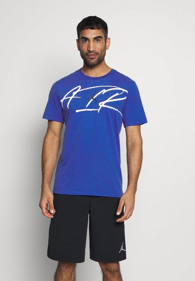 SCRIPT AIR CREW - T-shirt print - game royal/black/white