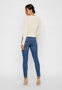 Vero Moda - VMLYDIA LOW WAIST - Jeans Skinny Fit - dark blue denim - 2