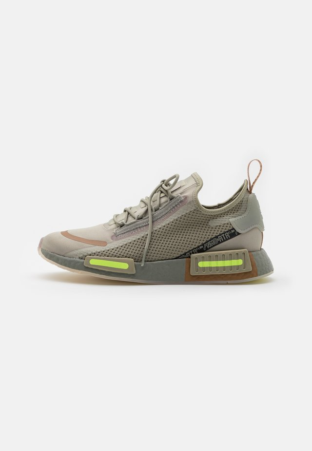 NMD_R1 SPECTOO UNISEX - Baskets basses - savannah/fear grey/yellow