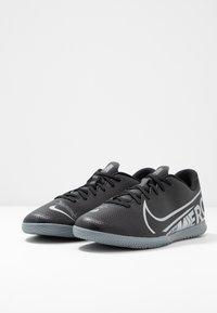 Nike Performance - MERCURIAL VAPOR 13 CLUB IC - Botas de fútbol sin tacos - black/metallic cool grey/cool grey - 2