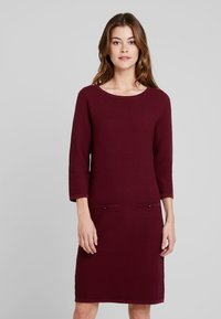 Esprit Collection - STRUCTURED - Strickkleid - garnet red - 0