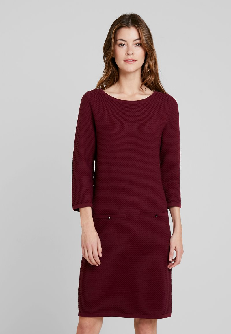Esprit Collection - STRUCTURED - Strickkleid - garnet red