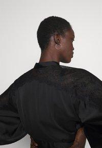 Hunkemöller - KIMONO  SLEEVE INSERT - Dressing gown - black - 4