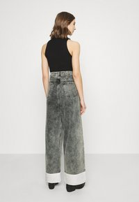 NU-IN - STEFANIE GIESINGER CONTRAST TURN UP WIDE LEG - Relaxed fit jeans - black wash - 2