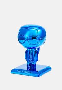 KARL LAGERFELD - IKONIK 3D KARL STATUE - Other accessories - metallic blue - 0
