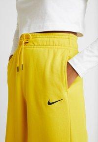Nike Sportswear - PANT  - Træningsbukser - speed yellow/black - 5