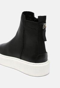 Tamaris - Kotníkové boty na platformě - black - 7
