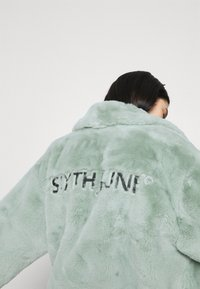 Sixth June - OVERSIZE SHORT JACKET - Winter jacket - green - 4