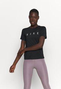 Nike Performance - MILER  - Camiseta estampada - black/reflective silver - 0
