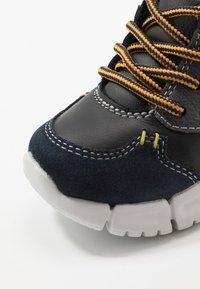 Geox - FLEXYPER BOY - Dětské boty - navy/black - 2