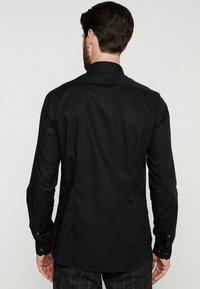 Farah Tailoring - HANDFORD SLIM FIT - Formal shirt - black - 2