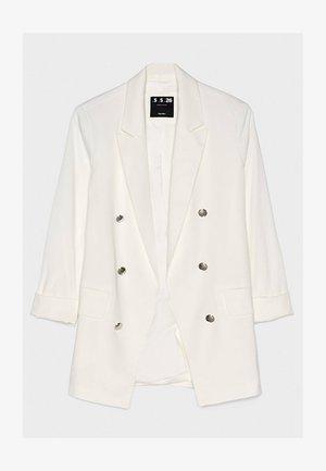MIT HOCHGEROLLTEN ÄRMELN - Short coat - white