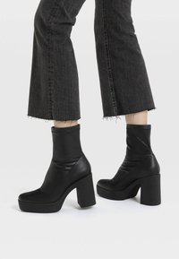 Stradivarius - High heeled ankle boots - black - 0