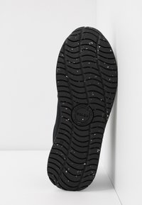 Woden - YDUN FIFTY - Sneakersy niskie - black - 6