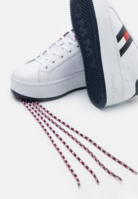 Tommy Jeans - ICONIC FLAG FLATFORM  - Trainers - red/white/blue - 5