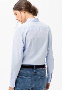 BRAX - STYLE VICTORIA - Button-down blouse - pale blue - 2