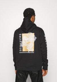 Urban Threads - FRONT & BACK GRAPHIC PRINT HOODY UNISEX - Hoodie - black - 2