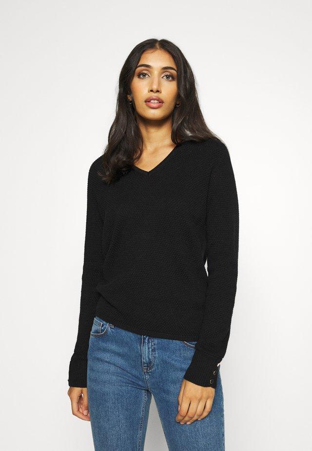 VICHASSA V NECK  - Sweter - black